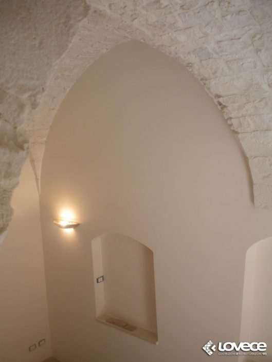 Lovece srl - Rstrutturazione di un casolare in pietra